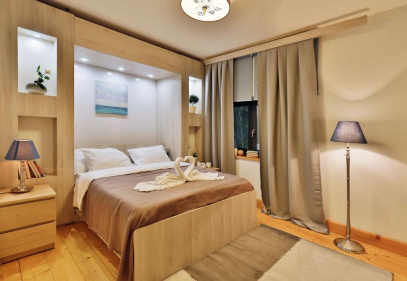 trivial-pursuit-hotel-room